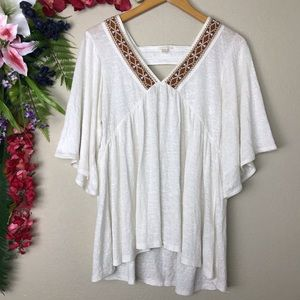 Wide sleeve bohemian too with embroidery neckline